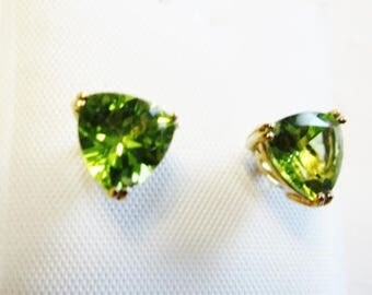 Peridot 10K Yellow Gold Stud Trillion Earrings Post Clutch Gemstone Vintage Estate Jewelry August Birthstone