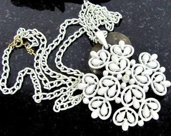 Vintage CROWN TRIFARI SNOWFLAKE Pendant Necklace White Japanned Enamel
