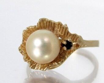 Vintage 14k PEARL in LEAF Ring Onyx Gold Size 6 YG 3.15 Grams