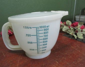 Vintage Tupperware Mix N Stor 8 Cups with Metrics on the Other Side