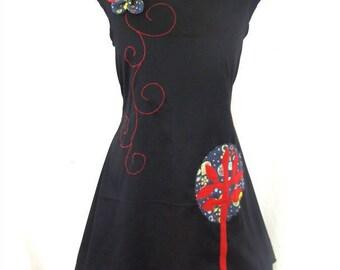 Robe Merlin arbre bleu et rouge et fleur en relief