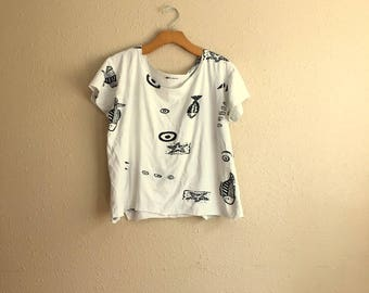 Vintage WHITE TROPICAL Fish Cut Off Beach Shirt / 90s STARFISH Pattern Top / Womens Large