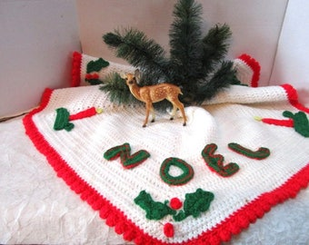 Beautiful Vintage Handmade Knitted Christmas Tree skirt, Noel Candles Holly, Red Green White, Yarn, Needlework Decor / Fashion, Costume