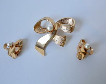 Vintage Gold tone with Faux Pearls and Clear rhinestones Bow Brooch and Earrings set.