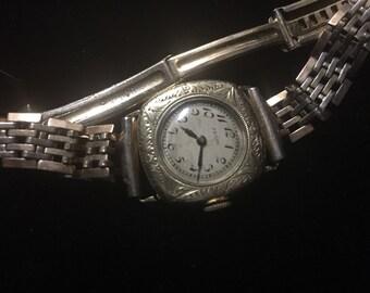 Vintage Elgin Ladies Wristwatch - Beautiful Case
