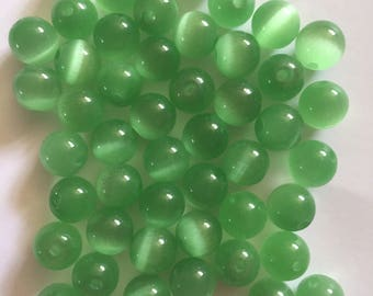 50 x green cats eye glass 8mm beads