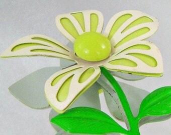 SALE Vintage Lime Green Flower Brooch. 70s Retro Mod Flower Power Lime Green Pin.