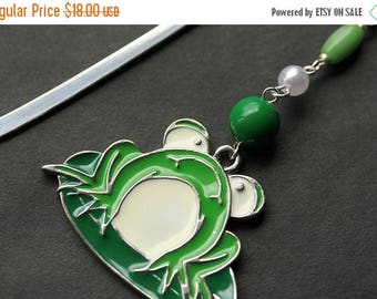 SUMMER SALE Green Frog Book Charm. Beaded Bookmark. Frog Bookmark. Book Hook Bookmark. Handmade Bookmark.