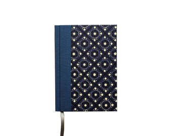 Weekly Planner 2018 blue pinny pattern, calendar book with 1 week on 2 pages,