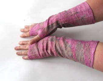 Hand Felted Mittens, Pink fingerless gloves, Wool gloves, Pink autumn gift, Warm mitts, botanical print gloves