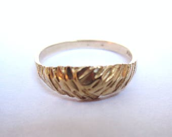 Reserved for Rebecca - Beautiful Vintage 10 k gold ring - 4.25