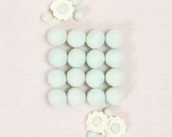 Felt Balls // Mint Green // Felt Pom, Felt Flower Supplies, Pom Pom Garland DIY, Mobile Crafts, Felt Beads, Green Pom Poms, Flower Center