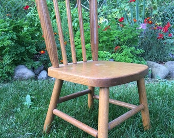 Toddlers Chair / Kids chair / vintage wood Chair / Vintage Nursery / wooden chair