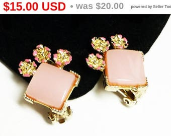 Pink Lucite Earrings - Clip ons with Tiny Pink Flowers - Vintage 1950's Mid Century Modern Thermal Set Jewelry