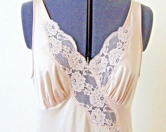Vintage Vanity Fair Lingerie Nightgown Size 36 Chantilly Lace Detail Nylon