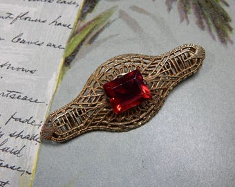Edwardian Gold Filigree Bar Pin Brooch w/ Red Stone    JAH3