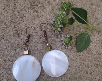White circle shell earrings with copper plated hooks
