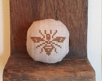 Primitive cross stitch Bee round mini fluted edge tin tart pinkeep folk art handmade
