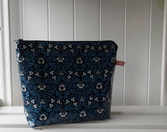 William Morris Eyebright  Print Oilcloth Large Cosmetic Toiletry Bag