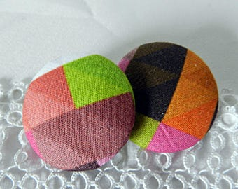 Multicolored plaid fabric button, 32 mm in diameter