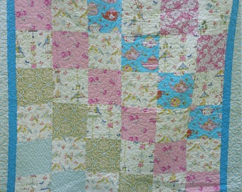 Beautiful full to Queen quilt piste with free spirit fabric with little birds and bird cages with flowers