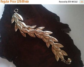 Now On Sale Vintage Chunky Wide Leaf Bracelet ** Retro Rockabilly Collectible Costume Jewelry ** 1960s Mad Men Mod Collectible Costume Jewel