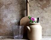 Poterie Antique Français. Grès rustique. Pot a moutarde Français. Pot conservation traditionnelle. Ferme le pot. Accessoires de cuisine Decor.Photo