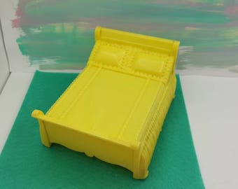 Marx Marxie Mansion Yellow  Bedroom  Fits 3/4 Renwal soft  Plastic Bed