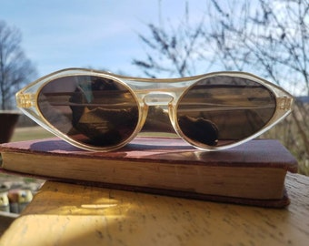 Vintage Cat Eye Sunglasses By Columbia - 60's Retro Sunglasses With Bakelite Cranes, Columbia Glasses, Cat Eye Sunglasses, Spring Break