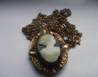 Art Deco Cameo Locket Necklace - White on Black Beveled Glass - Vintage Photo Locket & Chain - Black Enamel