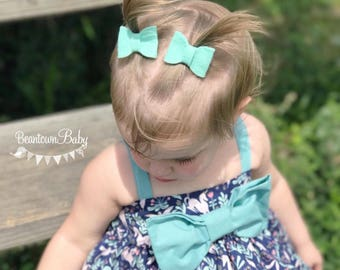 Mint Green Baby Bow.  Mint Felt Bow. Mint Baby Barrettes. Mint Pastel Baby Bow. Felt Bow. Toddler Bow. Pigtails Bow.