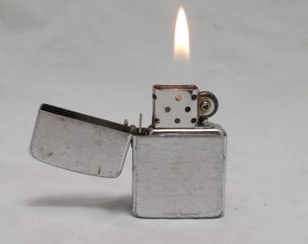 1960s STORM KING Diamond-hatch patterned Flip-Top Lighter - Zippo Clone - Rebuilt with new wick, flint - working like new - Aluminum case