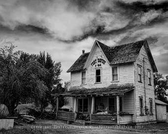 Oregon Photograph | Abandoned Oregon | Old House Photo | Eastern Oregon | Black and White | Dufur Oregon | Fort Dufur | Abandoned Building