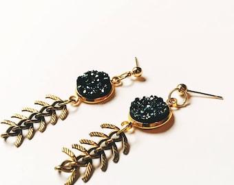 druzy drop earrings  / fishbone chain earrings / 18k gold plated earrings