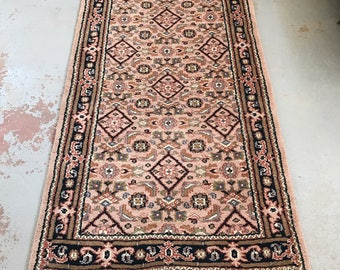 "SHIPS FREE! Vintage Persian Area Rug - 5'8"" x 3'1"""