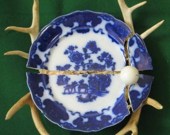 """Circa. 1800's 10 1/2"""" flow blue plate with horns"""