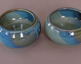 Small pair of Spaniel bowls, ceramic dog dishes, pet bowls