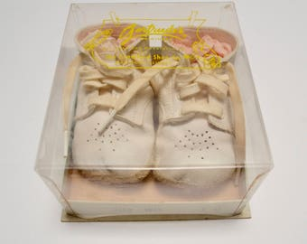 vintage baby shoes in box, Gertrude's, white leather, size 1