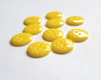 Yellow and white spotted 2 hole buttons. 15mm. Pack of 10