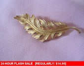CORO 1961 gold tone brooch, vintage pin brooch, estate jewelry