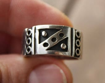 Tribal primitive silver polished and oxidized ring