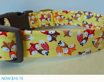 """Sale - 50% Off Little Foxes on Yellow Fabric - Summer Dog Collar - Red Browm & Orange Foxes """"Yellow Fox"""""""