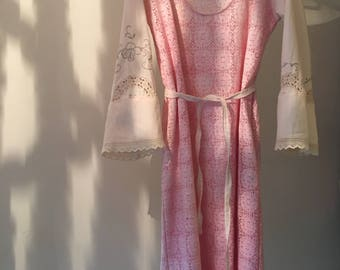 Womens Cotton Lace Dress .Size 12 to 16.