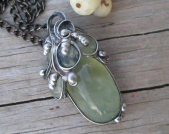 pendant with prehnite