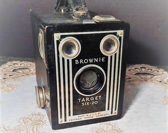 Vintage 1940's Kodak Brownie Target Six-20 Box Camera