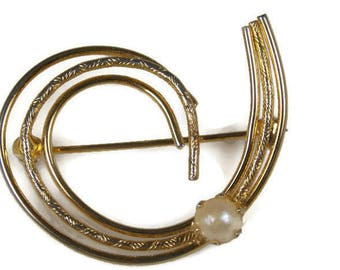 Prong Set Faux Pearl Spiral Brooch Abstract Design Gold Tone Wire Brooch