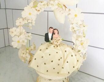 Wedding Cake Topper, Vintage Wedding Decor, Cake Decor, Retro Bride Groom, Vintage Wedding Cake