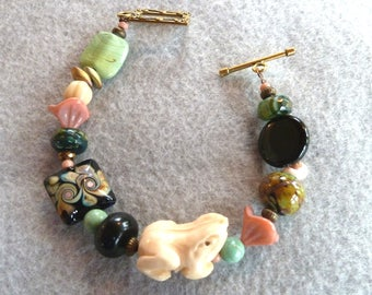 Frog bracelet with beautiful flame worked beads