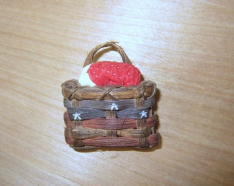 Vintage Basket and Quilt Americana brooch.  Basket Pin jewelry for Jacket, Scarf or Hat.