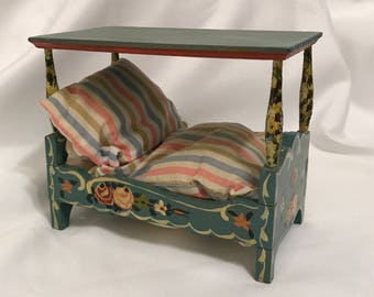 """Dollhouse Miniature 1"""" Scale Green Canopy Bed"""